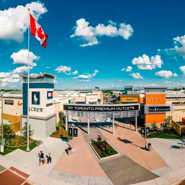 people shopping at toronto outlet mall