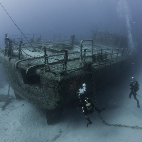 divers exploring wreck site in madeira