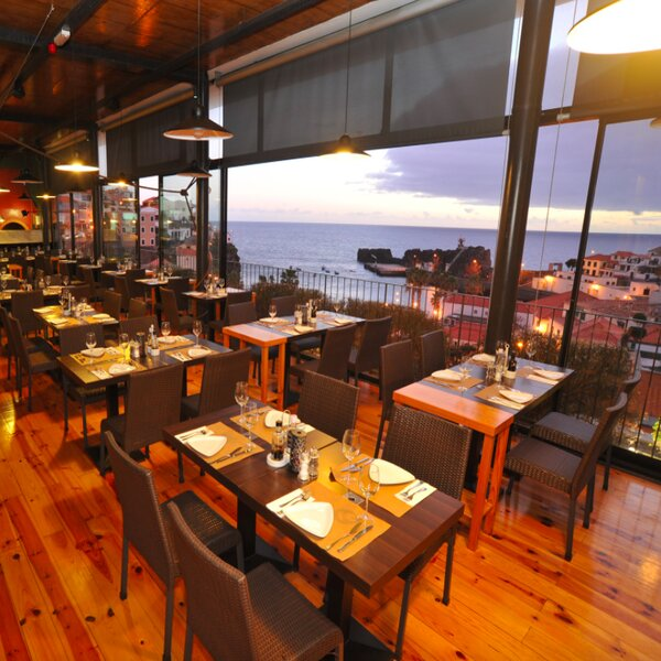 seafood restaurant with sea view in madeira