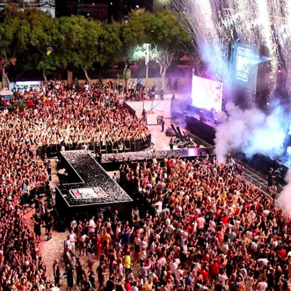crowd at main stage of isle of mtv festival in malta
