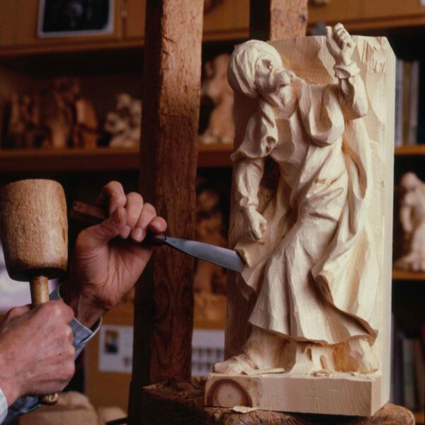 man carving christmas figure at cecconi in vienna