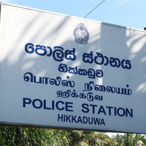 sign with different languages in sri lanka